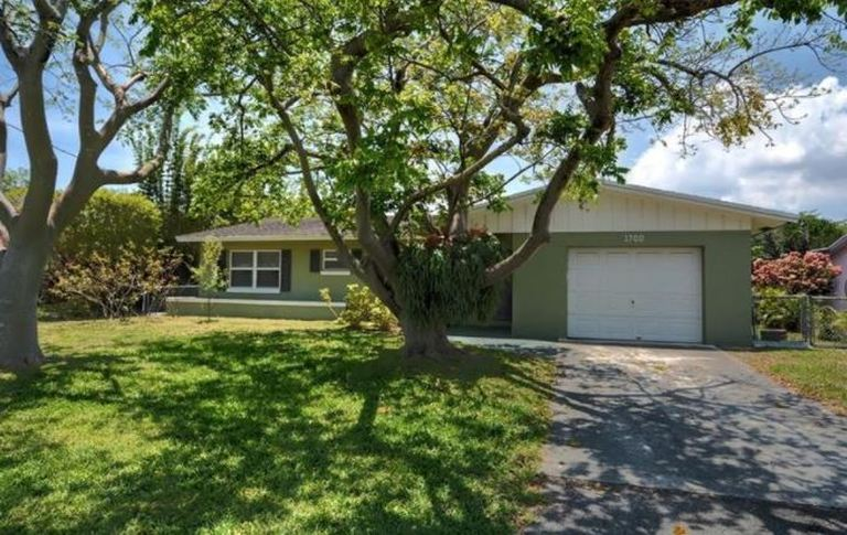 Ocean access Oakland Park Royal Palm Acres home that is turn key and move in ready!